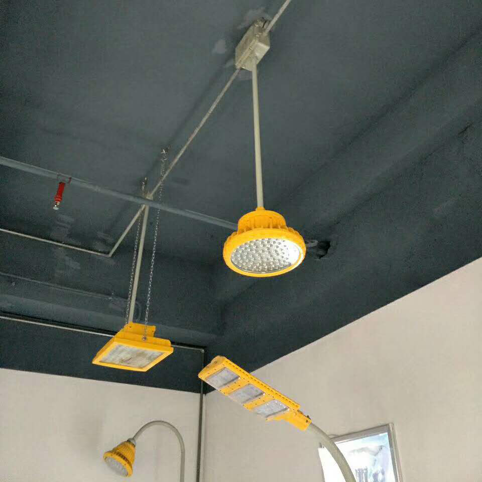 直杆式led防爆灯安装现场图